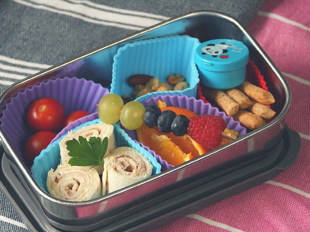 Frischkäseröllchen in der Lunchbox, Bento