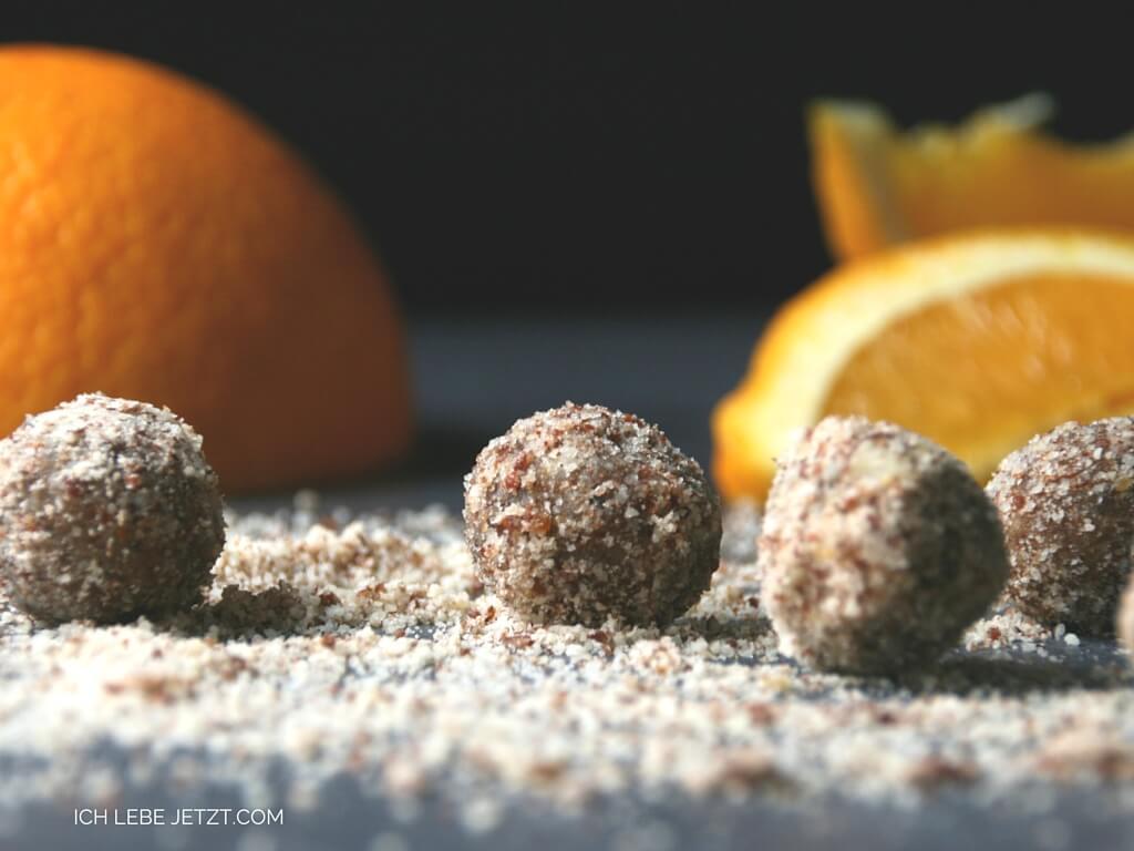 Dattel Orangenkugeln mit Mandeln