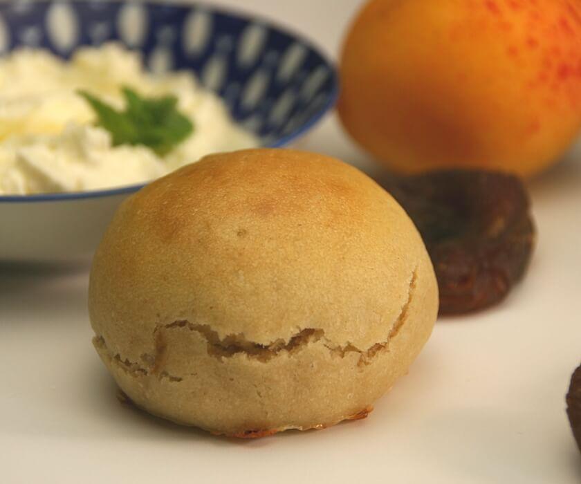Aprikosenbrötchen mit Frischkäse