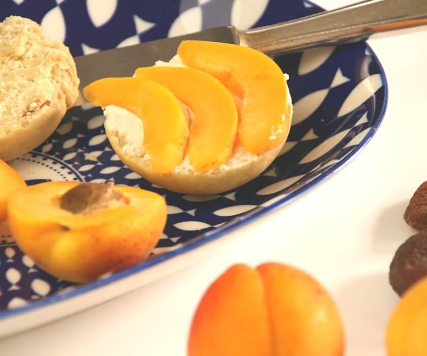 Brötchen mit getrockneten Aprikosen