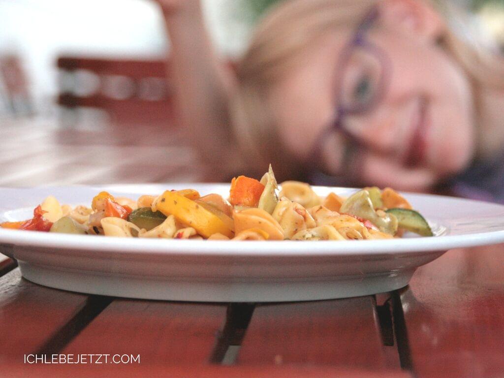 Vegetarische Gemüsenudeln zum Abendbrot im Jugendgästehaus Dresden