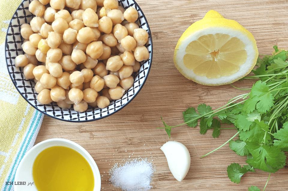 Hummus aus Kichererrbsen, Korriander und Gewürzen