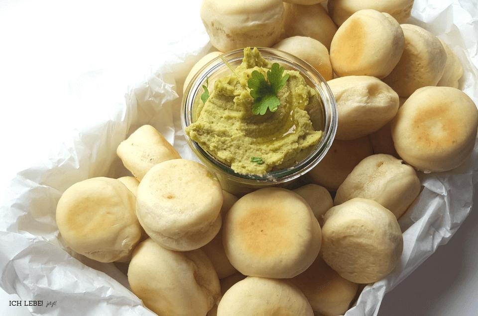 Schnelles Hummus mit Pastabrötchen von Herrn Grün