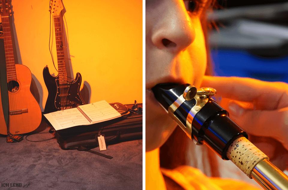Links: Gitarren und Noten, rechts: Ausprobieren verschiedener Instrumente, hier Saxophon