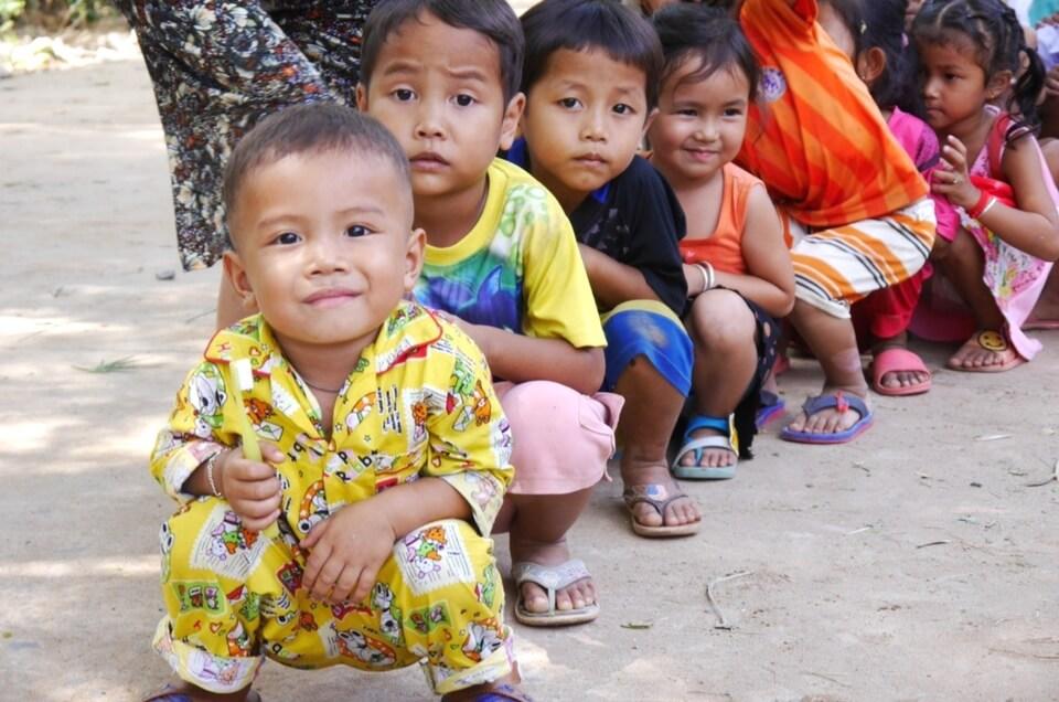 Zahnbürsten für Kinder in Kambodscha