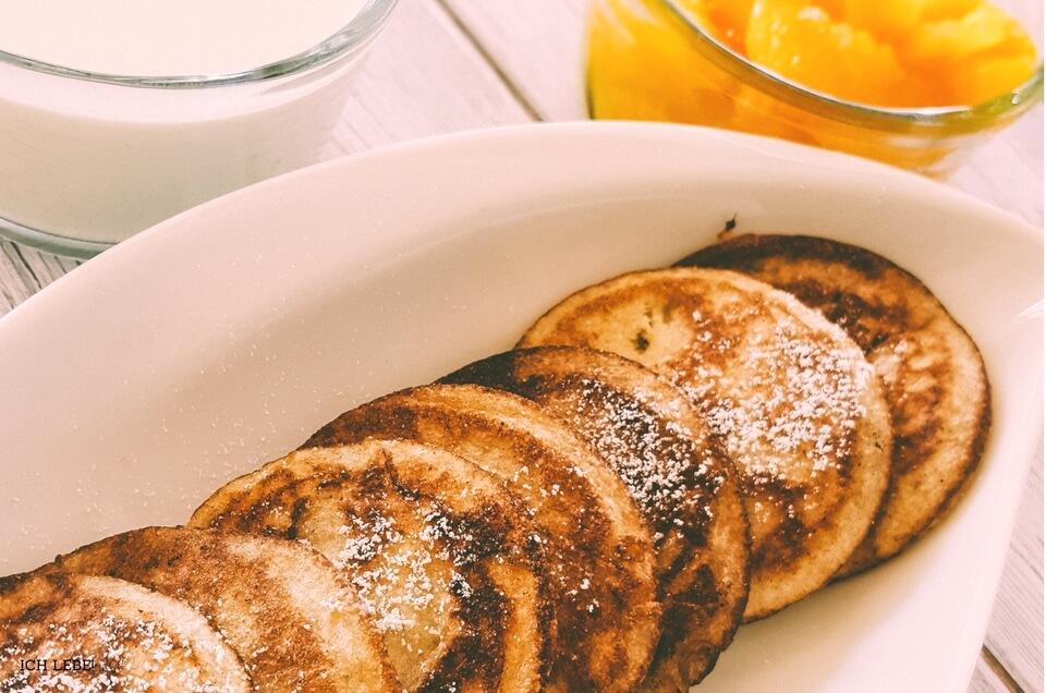 Hefepfannkuchen mit selbstgemachtem Orangenkompott