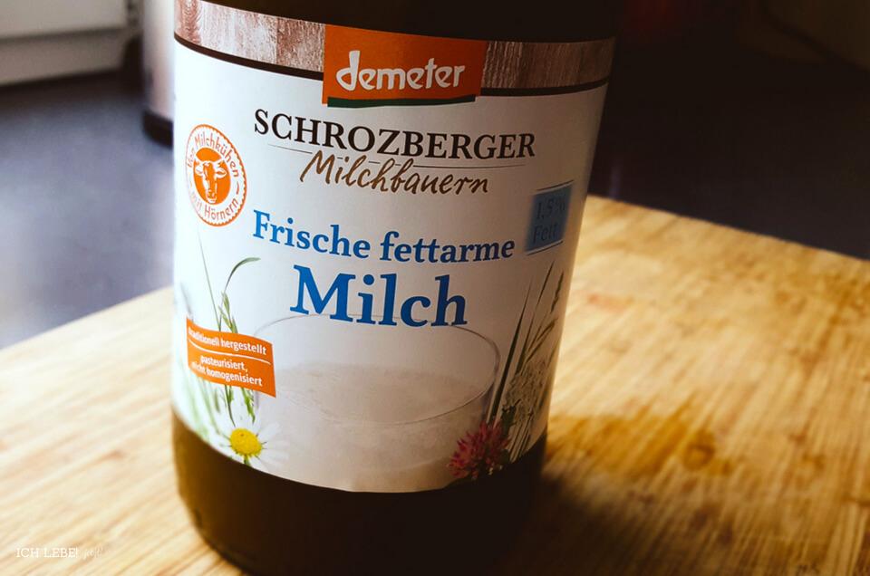 Milchflasche mit Demeter Logo