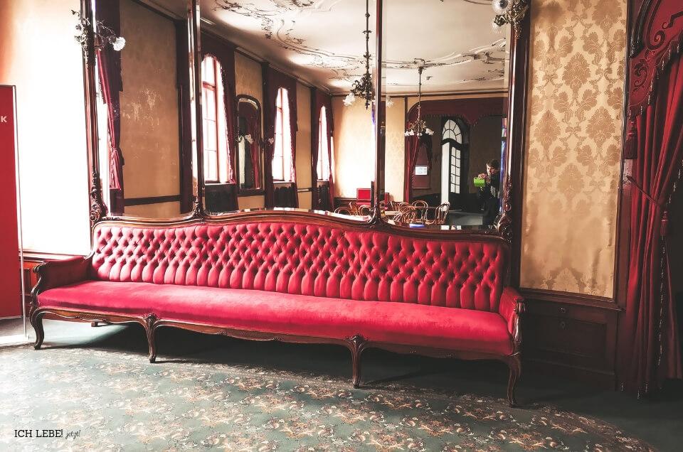 Sofa im Stadttheater Fürth