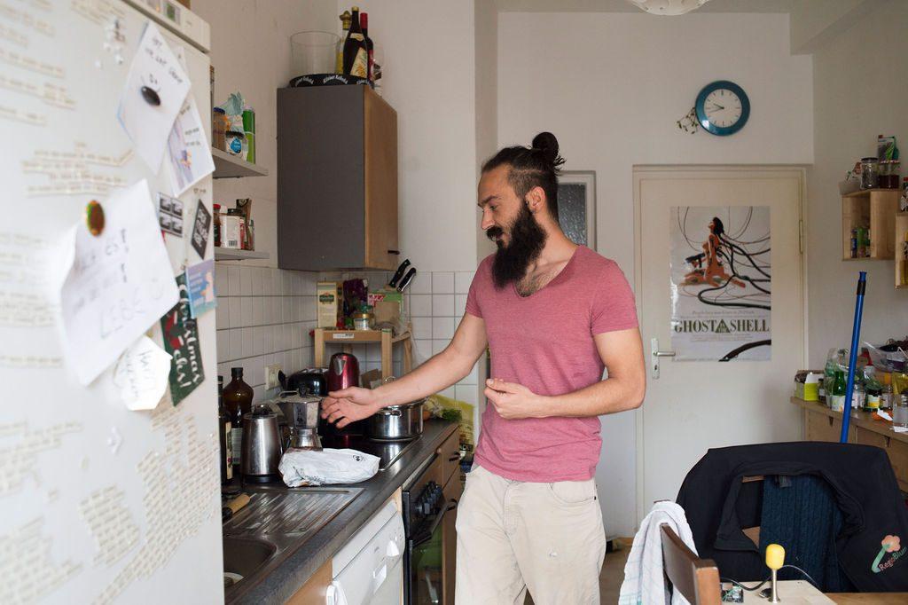 Alex Ciocea in seiner WG-Küche