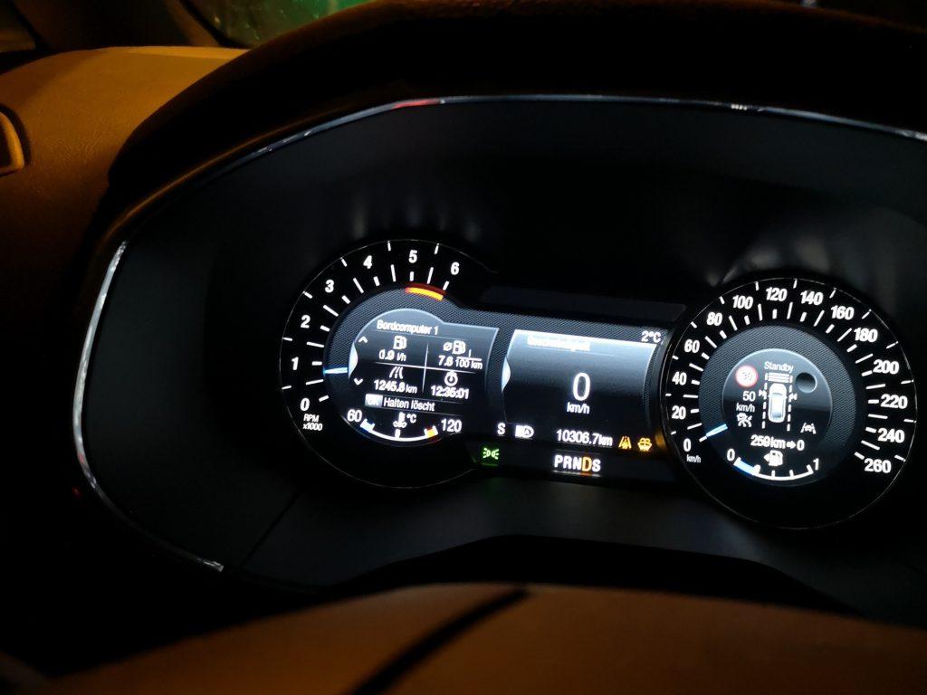 Instrumententafel im Auto
