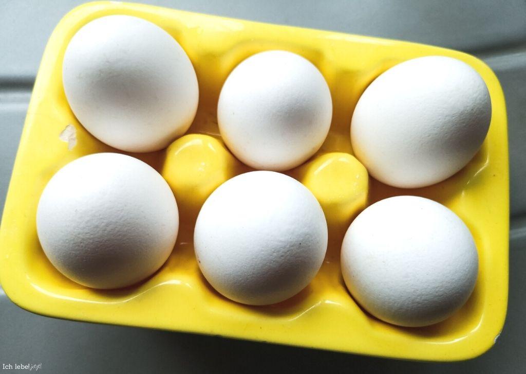Eier in Keramikschale