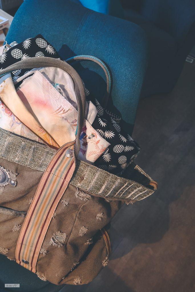 Taschen und Stoff von der Nachbarin