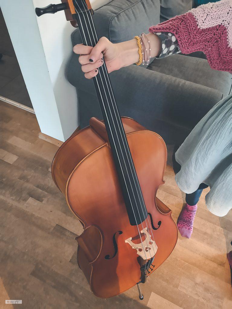 Ein Kind will noch Cello üben